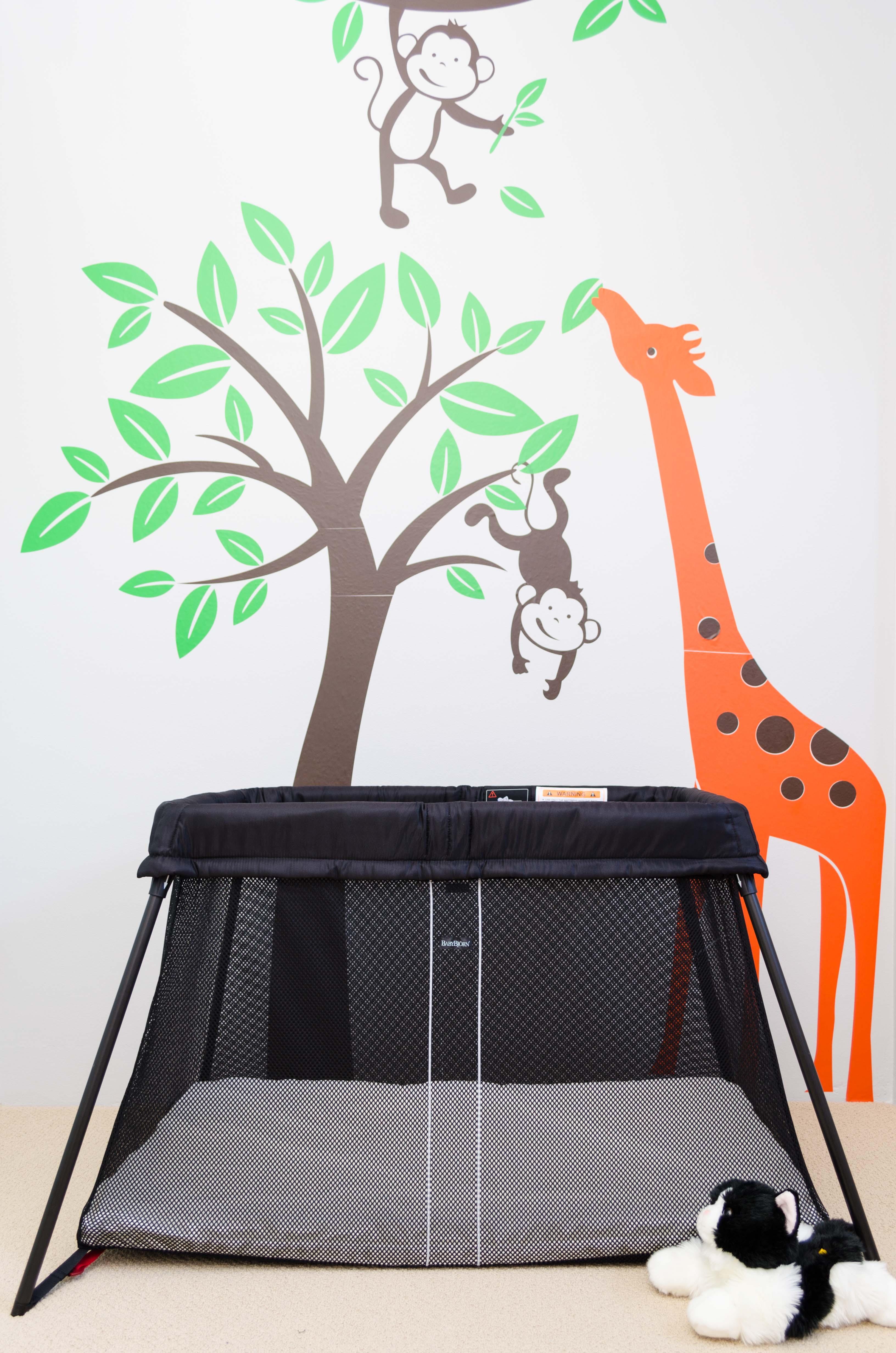 babybjorn travel cot light first impressions blog of dad. Black Bedroom Furniture Sets. Home Design Ideas