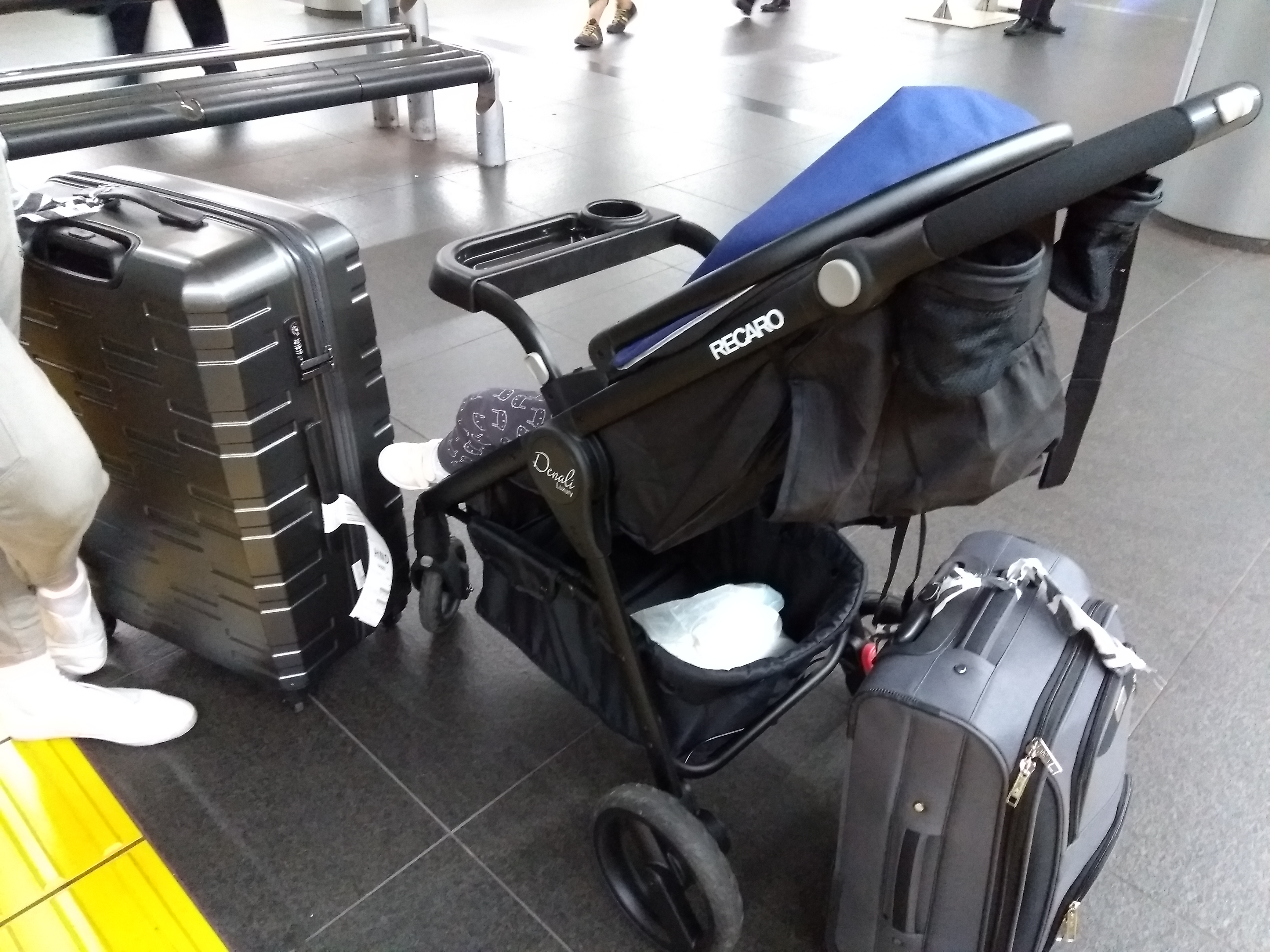 10 hour flight to Tokyo - luggage